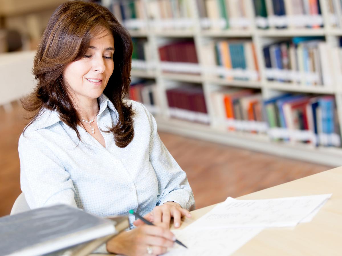 Teacher Using Google Classroom - PDF Editable - TeacherMade